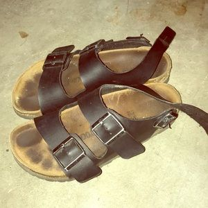 Black leather Birkenstock's w/ backstrap